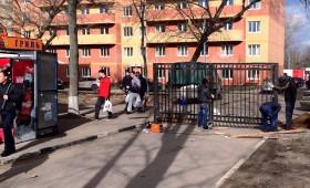 Забор вокруг студенческого городка